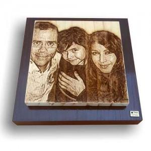 Foto grabada en madera de familia